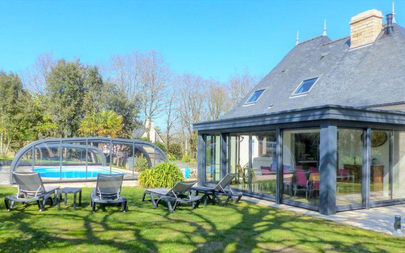 couverture de la piscine à la villa le galion